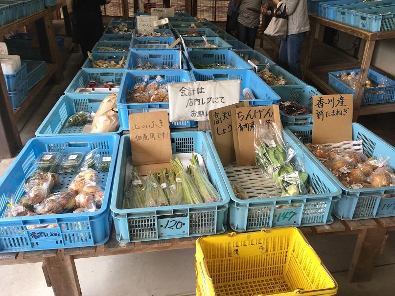 道の駅しおのえの野菜直売所