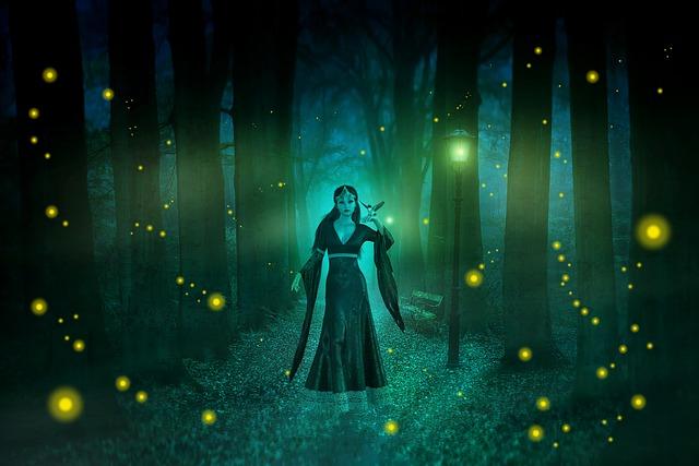 夜の森の中に立つ占い師の女性