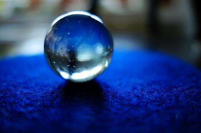 占いで使うガラス玉(水晶)