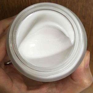 リッチモイスチャライジングクリームの中身の写真