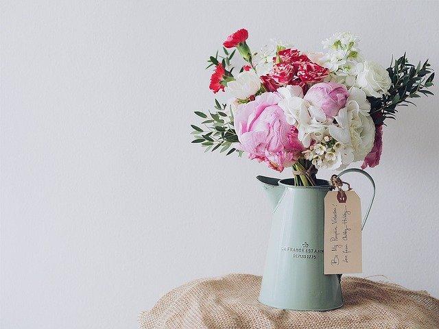 花瓶に活けられたお花の写真
